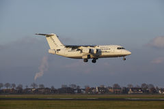 Aéroport Schiphol d'Amsterdam - CityJet Avro RJ85 débarque Images stock