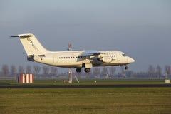 Aéroport Schiphol d'Amsterdam - CityJet Avro RJ85 débarque Photos libres de droits