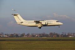 Aéroport Schiphol d'Amsterdam - CityJet Avro RJ85 débarque Photographie stock libre de droits