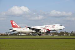 Aéroport Schiphol d'Amsterdam - A320 d'Air Arabia Maroc débarque Images stock