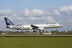 Aéroport Schiphol d'Amsterdam - A321 d'Air France (livrée de Skyteam) débarque Image stock