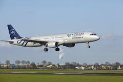 Aéroport Schiphol d'Amsterdam - A321 d'Air France (livrée de Skyteam) débarque Photo libre de droits