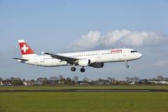 Aéroport Schiphol - A321 d'Amsterdam des terres suisses Photos libres de droits