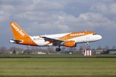 Aéroport Schiphol d'Amsterdam - Easyjet Airbus A319 débarque Image stock