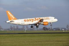 Aéroport Schiphol d'Amsterdam - Easyjet Airbus A320 débarque Image stock