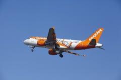 Aéroport Schiphol d'Amsterdam - EasyJet Airbus A319 décolle Photos libres de droits