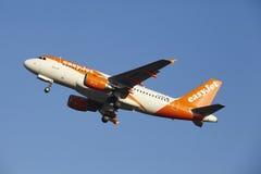 Aéroport Schiphol d'Amsterdam - EasyJet Airbus A319 décolle Photo stock