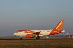 Aéroport Schiphol d'Amsterdam - EasyJet Airbus A319 décolle Photos stock