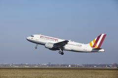 Aéroport Schiphol d'Amsterdam - Germanwings Airbus A319 décolle Photo stock