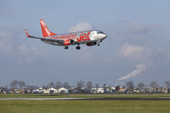Aéroport Schiphol d'Amsterdam - Jet2 Boeing 737 débarque Photos stock