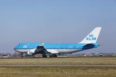 Aéroport Schiphol d'Amsterdam - KLM Boeing 747 décolle Images stock