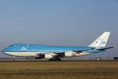 Aéroport Schiphol d'Amsterdam - KLM Boeing 747 décolle Photographie stock libre de droits