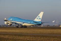 Aéroport Schiphol d'Amsterdam - KLM Boeing 747 décolle Image libre de droits