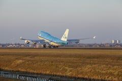 Aéroport Schiphol d'Amsterdam - KLM Boeing 747 décolle Image stock