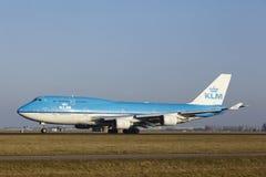 Aéroport Schiphol d'Amsterdam - KLM Boeing 747 décolle Photos stock