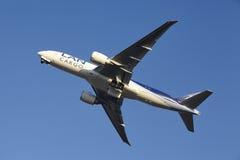 Aéroport Schiphol d'Amsterdam - LAN Cargo Boeing 777 décolle Photographie stock