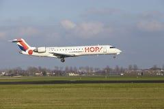 Aéroport Schiphol d'Amsterdam - le bombardier CRJ-701 d'HOUBLON débarque Image libre de droits