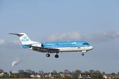 Aéroport Schiphol d'Amsterdam - le Fokker 70 de KLM Cityjopper débarque Photos stock