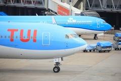 Aéroport Schiphol d'Amsterdam les Pays-Bas - 14 avril 2018 : PH-OYI TUI Airlines Boeing 767-300 Photo libre de droits