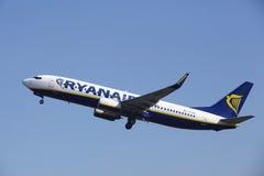 Aéroport Schiphol d'Amsterdam - Ryanair Boeing 737 décolle Images libres de droits
