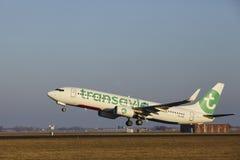 Aéroport Schiphol d'Amsterdam - Transavia Boeing 737 décolle Images libres de droits