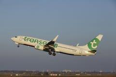 Aéroport Schiphol d'Amsterdam - Transavia Boeing 737 décolle Photo libre de droits