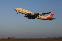 Aéroport Schiphol d'Amsterdam - Yangtze River Express Boeing 747 décolle Photos libres de droits