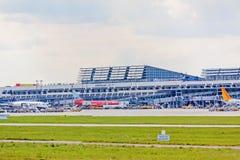 Aéroport Stuttgart, Allemagne - terminal avec des avions Photographie stock libre de droits