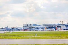 Aéroport Stuttgart, Allemagne - terminal avec des avions Photos stock