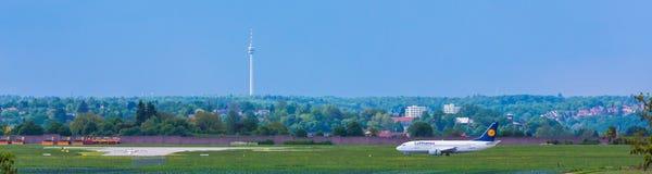 Aéroport Stuttgart avec la tour de TV Image libre de droits
