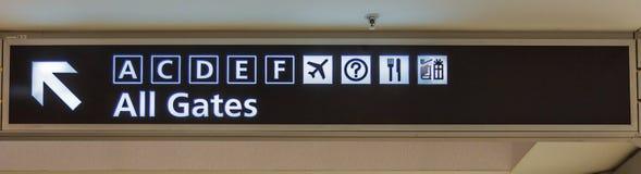 Aéroport tout le signe de portes Images stock