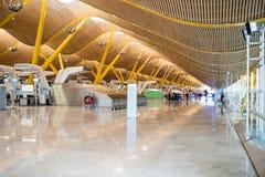 Aéroport vide à l'intérieur de terminal et de comptoir d'enregistrement Photos libres de droits