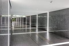Aéroport Vienne, Autriche couloir vers la station de train photographie stock libre de droits