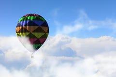 Aérostat flottant en ciel de jour Media mélangé Photos stock