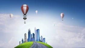 Aérostats volant au-dessus du ciel Media mélangé Photos stock