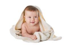 Aíslan al bebé en toalla en un fondo blanco Foto de archivo libre de regalías