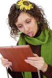 Aíslan a la muchacha del pelo negro que muestra la lengüeta en un wh Fotos de archivo libres de regalías