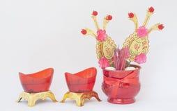 Aísle la imagen de la hornilla de incienso china y del cendle rojo Imagen de archivo libre de regalías
