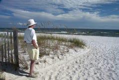 Aîné à la plage Images libres de droits