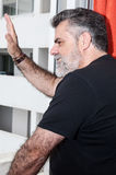 Aîné attirant avec la barbe blanche Image libre de droits