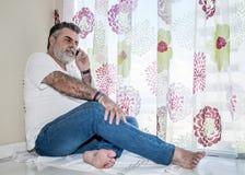 Aîné attirant avec la barbe blanche Photos libres de droits