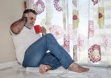 Aîné attirant avec la barbe blanche Photographie stock libre de droits