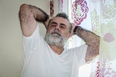 Aîné attirant avec la barbe blanche Photographie stock