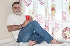 Aîné attirant avec la barbe blanche Image stock