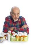 Aîné avec des bouteilles de prescription Photographie stock libre de droits