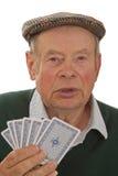 Aîné avec des cartes de jeu Images stock