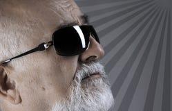 Aîné avec des sunglass Image libre de droits