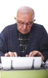 Aîné avec la machine à écrire Photos stock