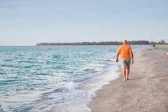 aîné d'homme de plage Image stock