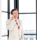 aîné de téléphone d'homme d'affaires Photos libres de droits
